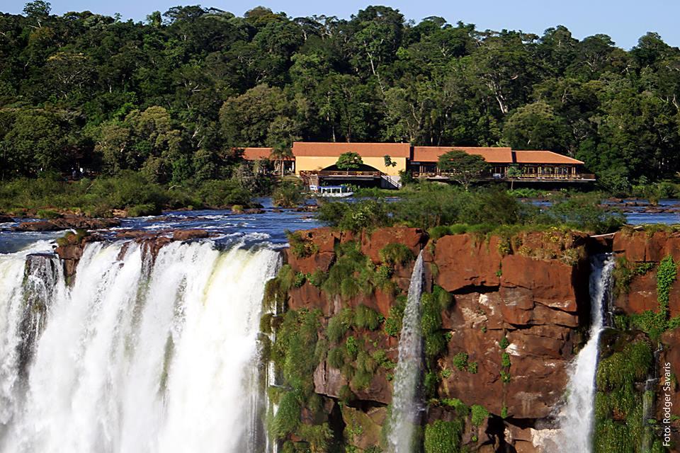 restaurante fica na margem do Rio Iguaçu, na parte superior das Cataratas